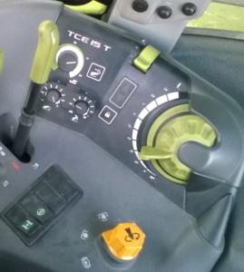 Panel sterowania w ciągniku Claas